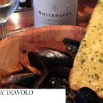 MUSSLES FRY DIAVOLO WITH GARLIC BREAD