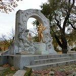 Photo of Strauss Monument