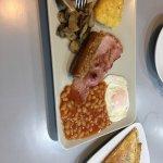 Sitio con encanto, buen desayuno típico ingles, el cafe esta bueno, el bar esta un poco retirado