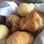 Cestinha de pães do café da manhã