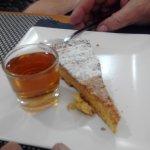 Tarta de Santiago con Chupito de Moscatel