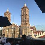 Vista increíble en pleno centro de la ciudad de Puebla. Buen lUgar para comer y tomar trago.