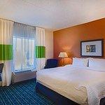 Photo de Fairfield Inn & Suites by Marriott Newark Liberty International Airport