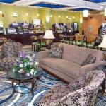 Photo de Holiday Inn Express & Suites Elkton - Newark S. - UD Area