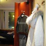 Wardrobe turns into mirror