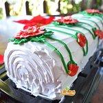 tronco navideño de vainilla y chocolate en restaurant café lukumbé, pasteles navideños