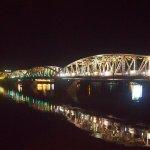 El puente Truong Tien sobre el río Perfume en la noche de Hué