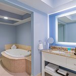 Deluxe 2 Bedroom Suite Master Bathroom