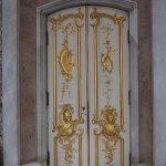 Дворцовые двери