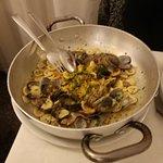 Orecchiette vongole e bottarga, pacchetti pesce bianco vongole e pomodorini e gran crudo
