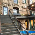 Pic of one of those very olde River Street Inns...