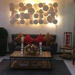 The cozy lounge ( lobby)