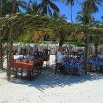 Hotellet ordnade god lunch på stranden
