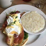 Why only 4 1/2 rating ?  Best 5* Eggs Benedict in the South !!