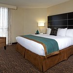 Embassy Suites by Hilton LAX North resmi