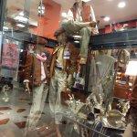 Una de las tiendas, con ropas típicas argentinas