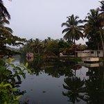 Photo de Coir Village Lake Resort