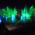 Hito Tres Fonteras - Aguas danzantes y shows luces laser