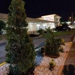 Parkway Inn Airport Motel Photo