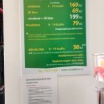 ceník na recepci a upozornění na trampolínu