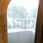 Piccola finestratura su balconcino