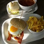 Tomik Minestrone soup & Bom Dia Burger