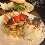 banana pancake & 芒果雞肉麵包