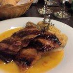 Matam,brito de cerdo con batatas rebozadas y salsa de miel y naranja