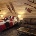 Cabin 9 - King bed in living room