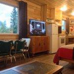 Cabin 9 - full kitchen, vintage chrome table, large HD TV
