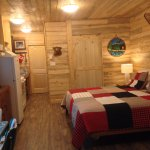 Cabin 9 with doors closed to bathroom and back bedroom