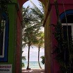 Photo de Del Sol Beachfront Hotel