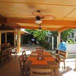restauranr and bar area