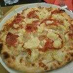PIZZA CON MOZZARELLA PATATE PORCINI E SALAME