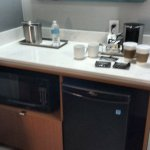 Kitchenette facilities: mini fridge/microwave/coffee/tea maker