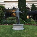 Statue of Tony Bennett