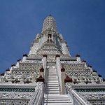 The main Arun Wat temple
