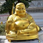 At the entrance of Arun Wat temple