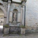 Une des statue à l'entrée du château