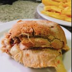 Sandwich pernil porco e queijo serra