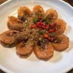 Garlic Fried prawns, chinese style,the prawns are fresh, taste wise, ok.
