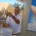de altijd vrolijke barman