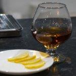 Долгожданный виски с лимоном