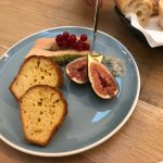 Entrée saumon, foie gras, pintade farcie et dessert chocolat