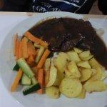Brasato con patate e verdure