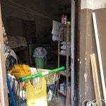 Depósito de toallas y sábanas y venenos de rata