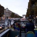 les Champs Élysés avec Open Tour
