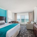 King Bed w/ Sofa Bed Ocean Front
