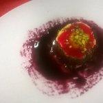 tortino crema allo zafferano,cioccolato,nero d'avola caramellato succo di fragole ,pistacchio