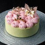 糖質制限ケーキ「スリム・ピスタッチオ・フレーズ」は糖質制限ケーキとは思えない高級ナッツ、ピスタッチオをたっぷり使用。イチゴも入っているので華やかなケーキです。